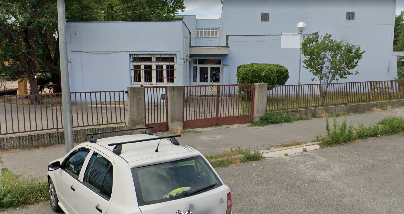 Arany János iskola hátsó bejárata